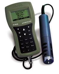HI Multiparameter Meter with sensor holder